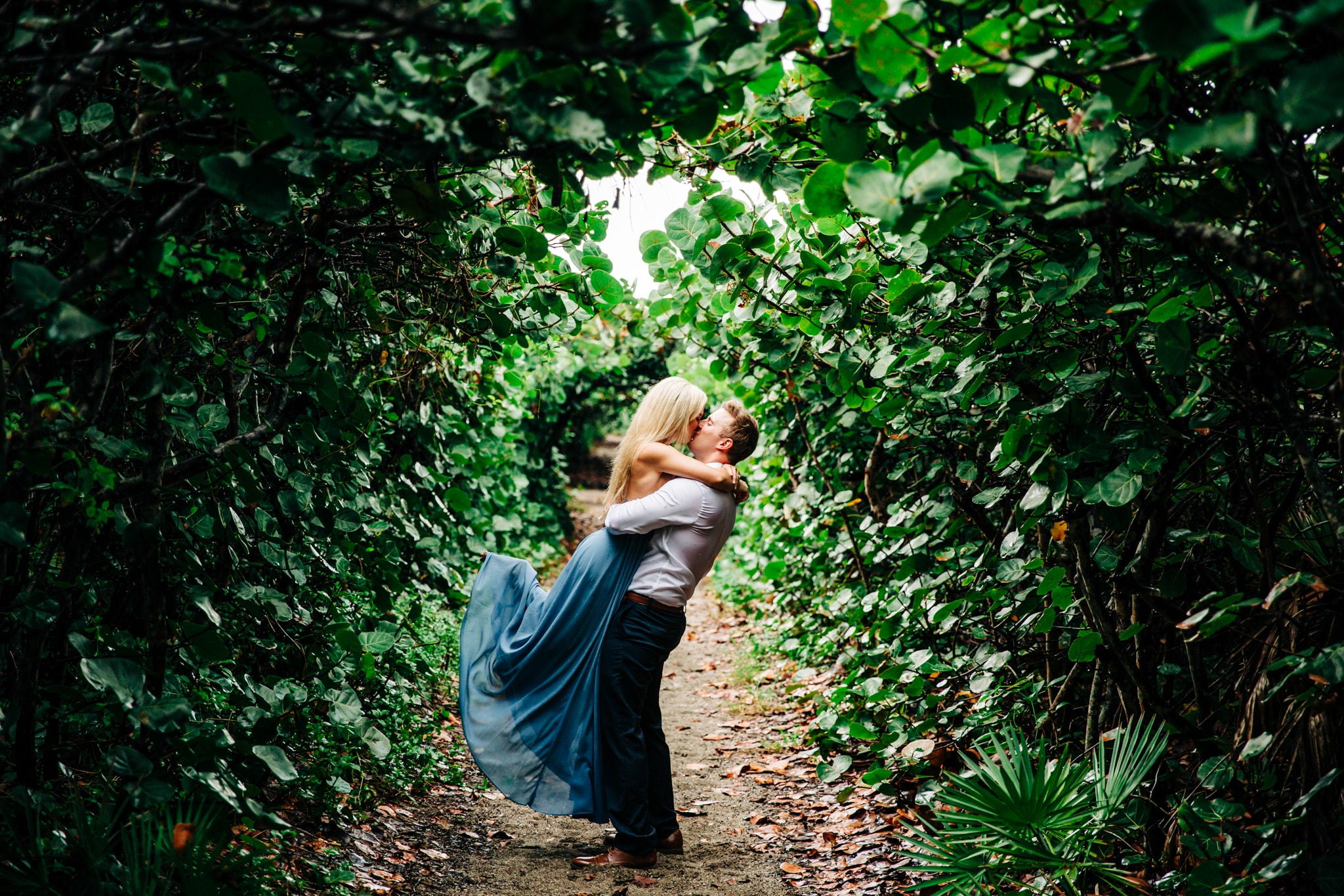 lord of the rings green tunnel with couple kissing and light streaking through